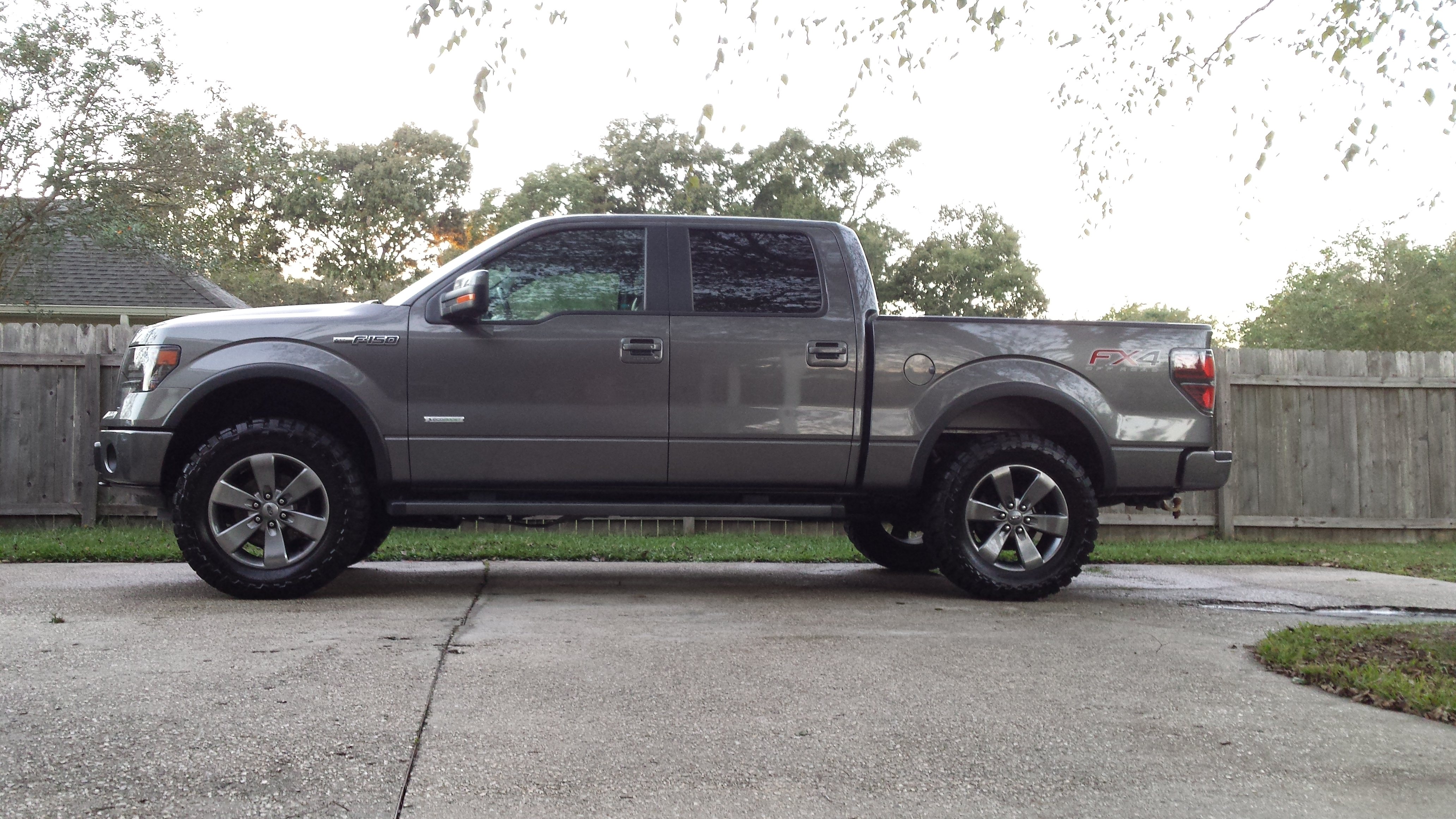"""Pics of stock FX4 20"""" wheels with 35/12.5/20 tires?"""
