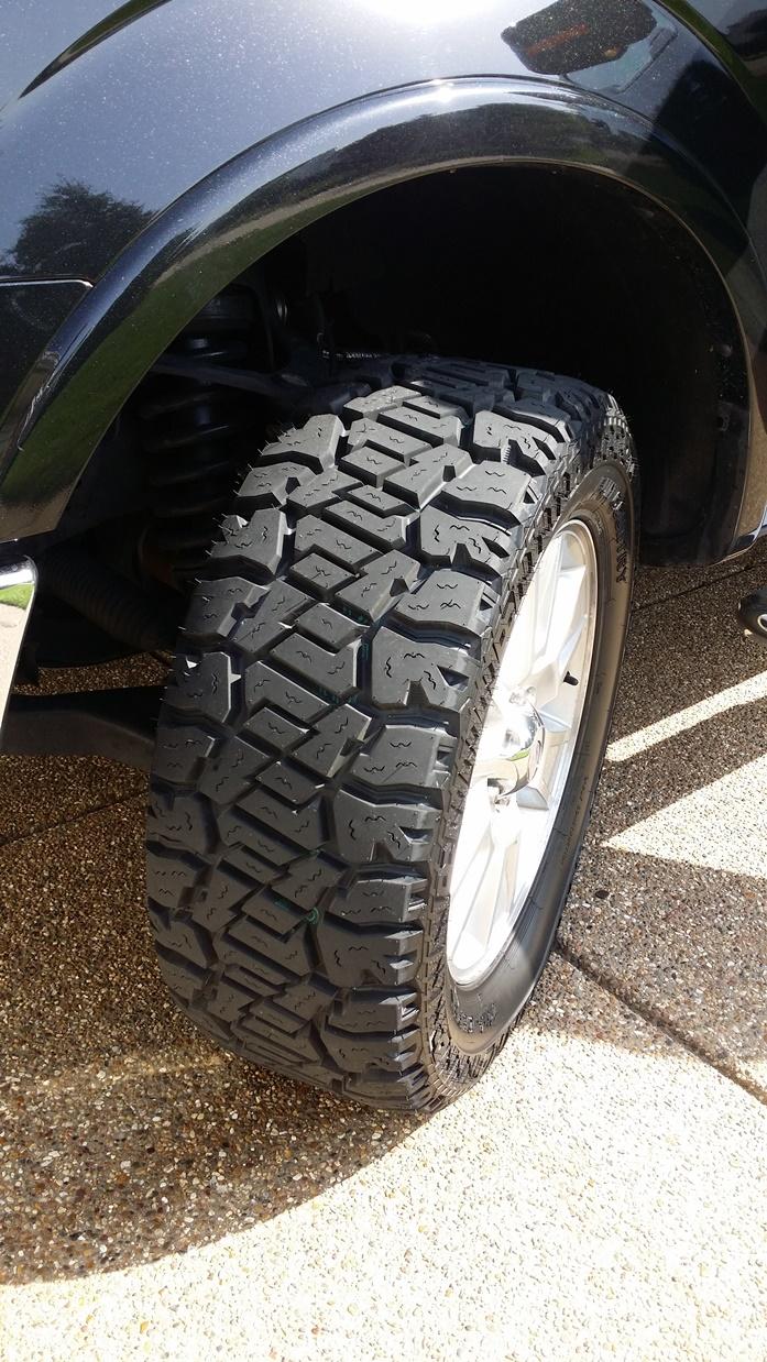 Tire Clearance: 305/55-R20 AKA 33X12.5