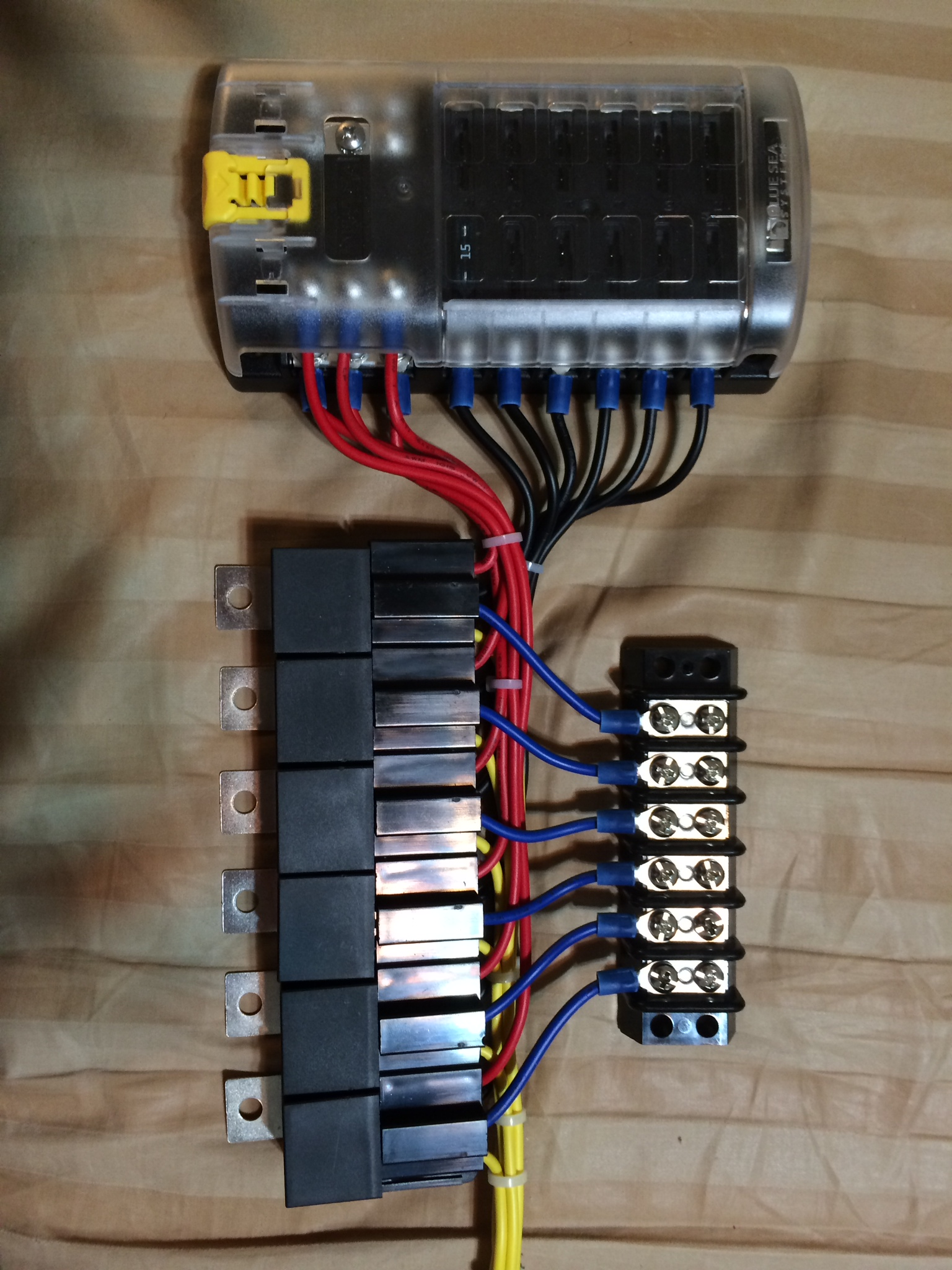 Ea additionally Xdxh D further A besides  furthermore Range Rover Classic Fuse Box Map. on fuse block with relay